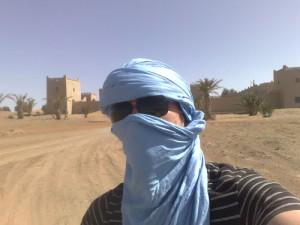 Martin, vêtus d'une cheche, Merzouga, au Maroc
